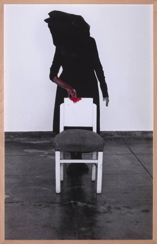 Dentro de mim, 2018. B/w photograph with red acrylic paint. 134 x 86 cm.