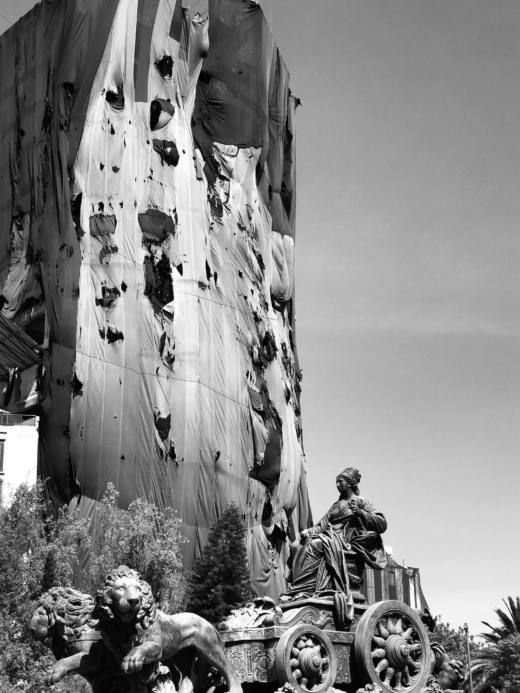 Cibeles, 2018. B/w photograph. 85 x 63,5 cm. Ed. 1/3 © Courtesy Galería Helga de Alvear and Santiago Sierra