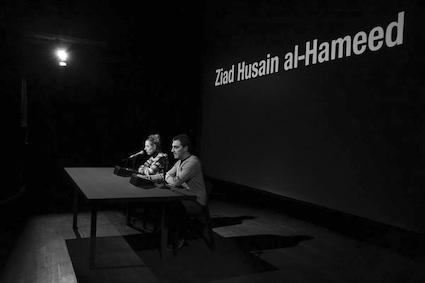 Los nombres de los caídos en el conflicto sirio entre el 15 de marzo de 2011 y el 31 de diciembre de 2016, 2017. Video HD. Ed. 1/3 © Cortesía Galería Helga de Alvear y Santiago Sierra