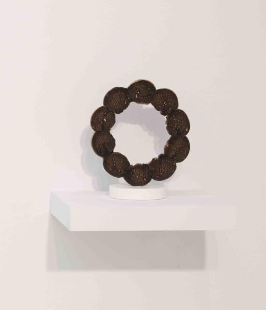 Doloso / Barrita, 2017, bronce, 22 x 19 cm. Cortesía Ana Prada y Galería Helga de Alvear.