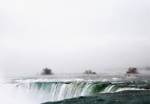 Niagara Falls, Canadá, 2016. Inkjet print. 157 x 257 cm. Cortesía del artista y Galería Helga de Alvear, Madrid.