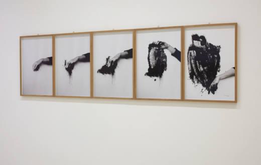 Saida negra, 1995. 5 fotografías b/n. 71 x 48 cm c/u.