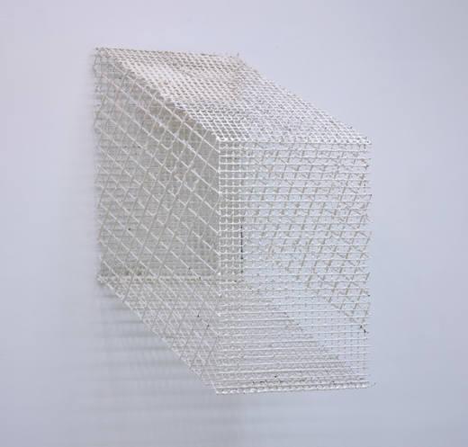 Sin título, 2017. Tela metálica y escayola. 105 x 76 x 55 cm