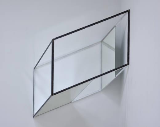 Sin título, 2017. Hierro y espejos. 110 x 175 x 155 cm