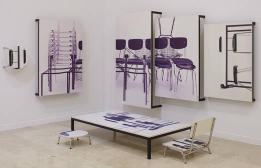 Communication, 2018. Digital print on formica on wood, metal. Cortesía del artista y Galería Helga de Alvear, Madrid.