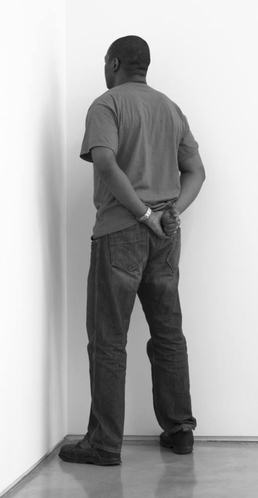 Veteran of the war of Vietnam, Irak and Afghanistan facing the corner. Team Gallery, Nueva York, EEUU. Abril de 2013. Fotografía B/N. 212 x 113 cm