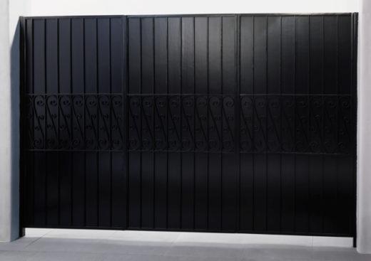 Sidegate, 2014. C-Print, Diasec. 180 x 255 cm