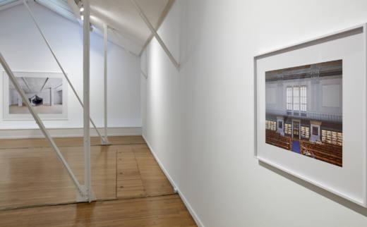 Vista de la exposición. Candida Höfer, About Structures and Colors, 2019. © Joaquín Cortés